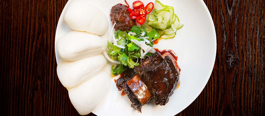 Soy braised beef short rib, pickled cucumber, chilli jam, coconut, bao - C48A7752-1024x450